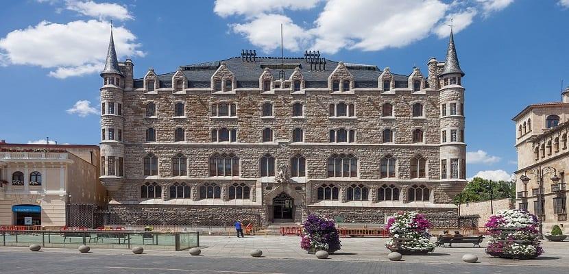 La Casa Botines de Gaudí abrirá sus puertas en abril por primera vez |  Actualidad Viajes