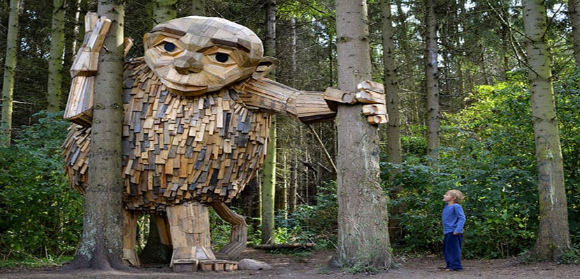 Los seis gigantes de madera del bosque de Copenhague