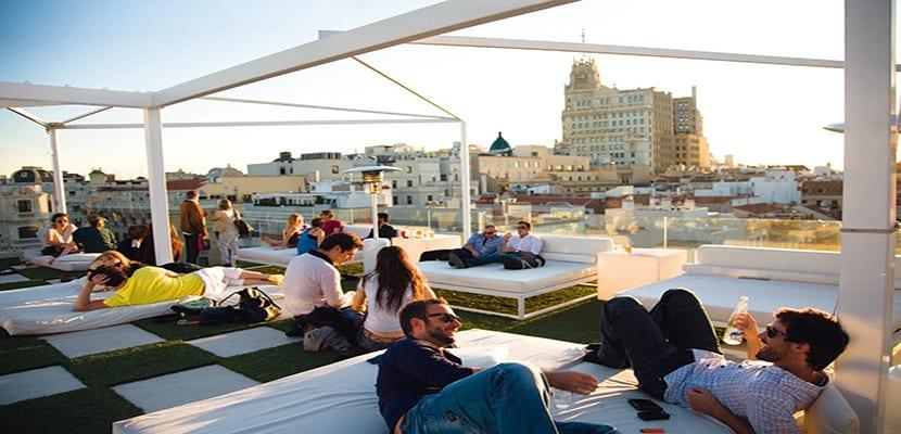Las 16 mejores terrazas de verano en madrid for Room mate oscar piscina
