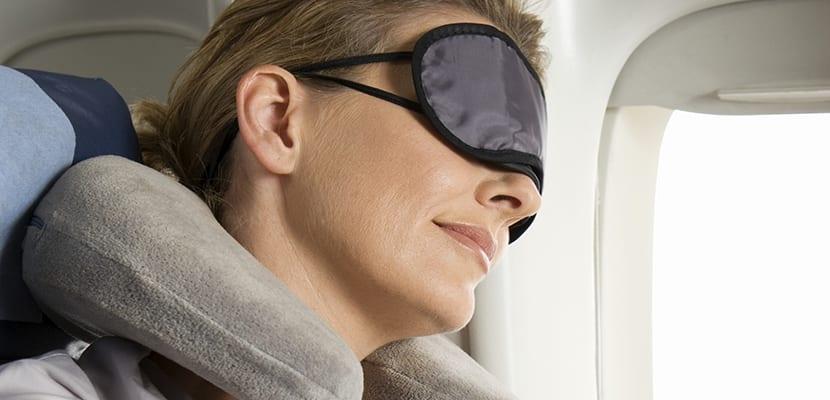 6 consejos para dormir durante un vuelo largo