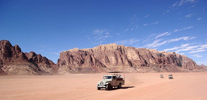 Jeep en el desierto