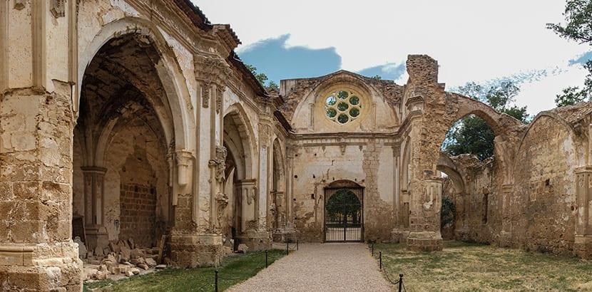 Resultado de imagen de Corral de las aves rapaces monasterio piedra