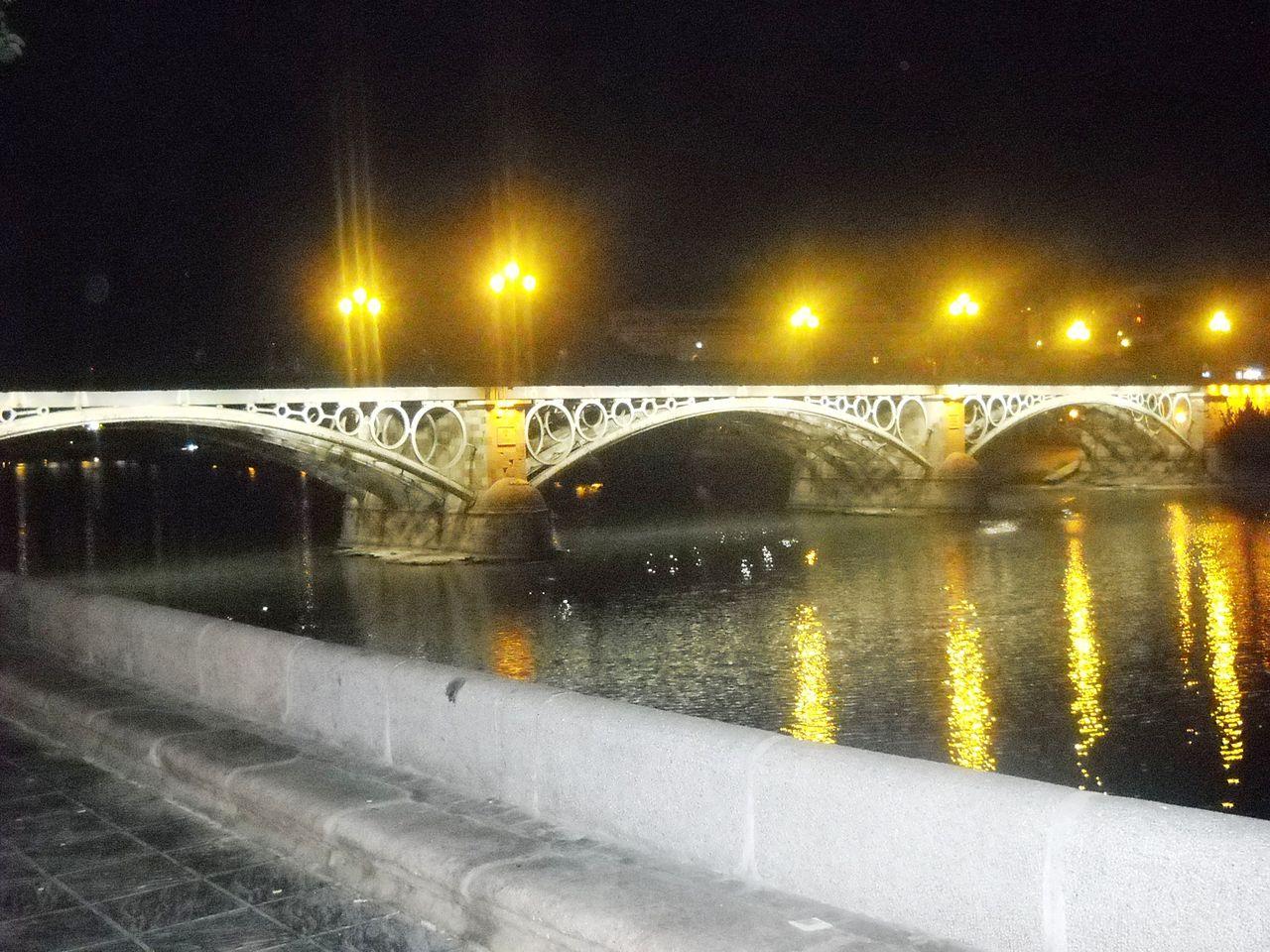 El puente de Triana de noche