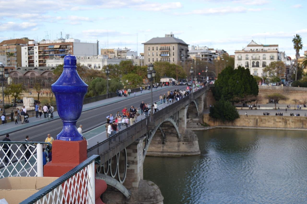 La plataforma del puente de Triana