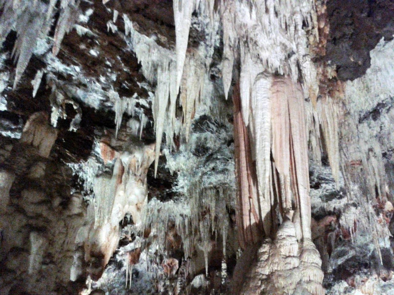 Interior de las cuevas del Águila