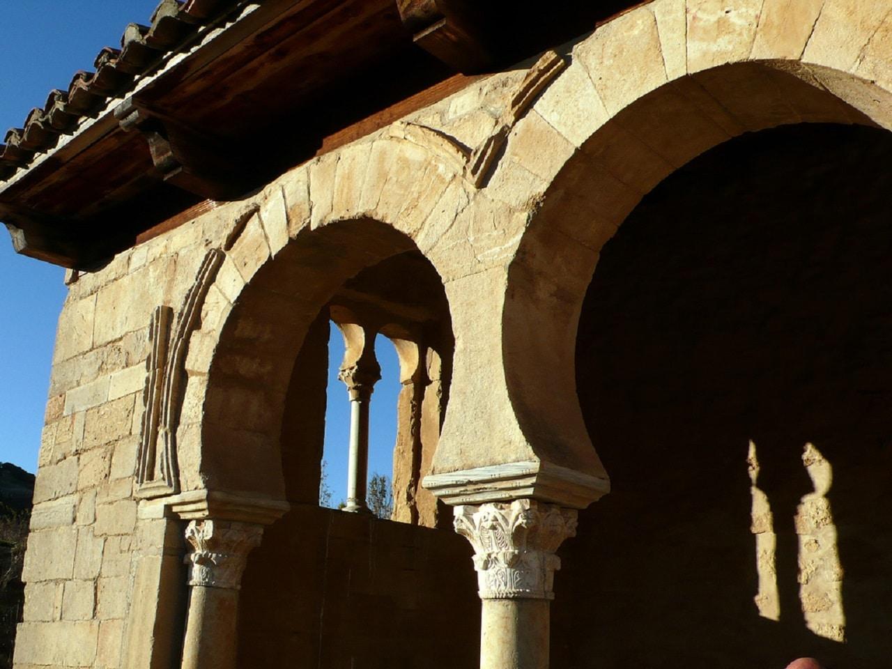 Arcos de herradura del templo