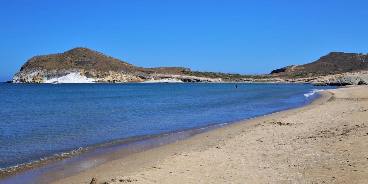 La popular playa de los Genoveses