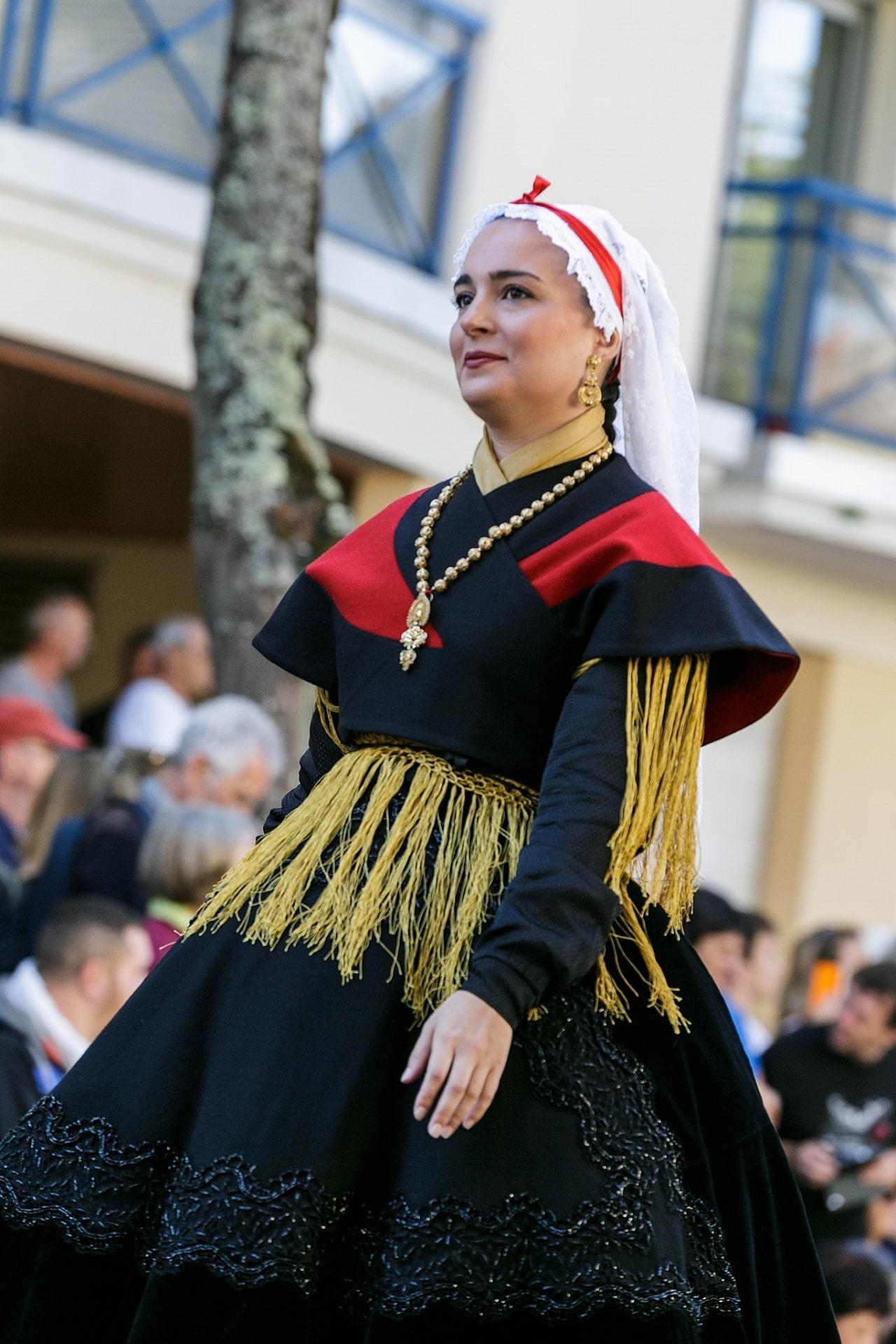 El traje regional gallego de mujer